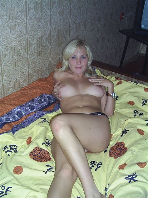Amateur Blonde Milf Posing At Home Russian Sexy Girls