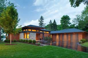 Modern Overhanging Floor Ls by Modern Roof Overhang Exterior Farmhouse With Wall