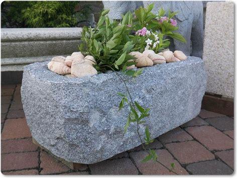 Steintrog Aus Grauen Granit Für Den Garten