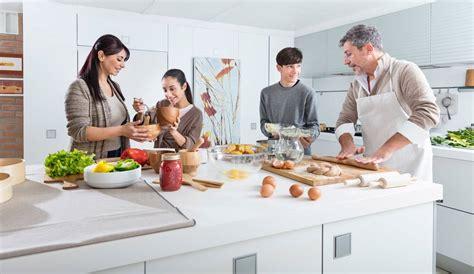 notre famille cuisine de beaux moments en famille dans la cuisine indesit