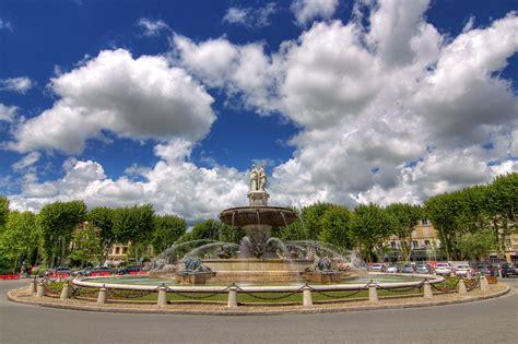 fontaine de la rotonde centre ville daix en provence