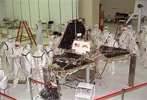 File:Mars Pathfinder Lander preparations.jpg - Wikimedia ...
