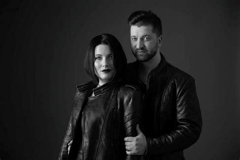 Dziedātāja Antra Stafecka kopā ar mīļoto vīrieti Jāni Čubaru šovakar uzstāsies tiešsaistē ...