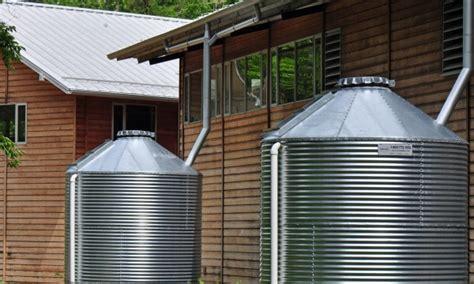 economiser l eau des toilettes 201 conomiser l eau 224 la maison avec un r 233 servoir d eau de pluie trucs pratiques