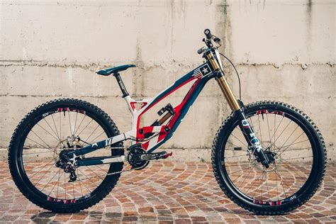 YT Tues CF Pro - Aaron Gwin bike check | Red Bull