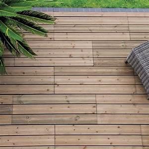 Lame De Bois Pour Terrasse : terrasse le match lames en bois vs dalles en bois marie claire ~ Melissatoandfro.com Idées de Décoration