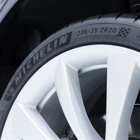 Download Best Tires For Tesla 3 Background