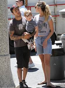 Pete Wentz and Meagan Camper keep it causal while treating ...