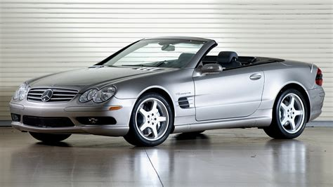 The early versions featured some luxury features such as leather seats and an infotainment unit with navigation. 2002 Mercedes-Benz SL 55 AMG (US) - Wallpapers and HD Images | Car Pixel