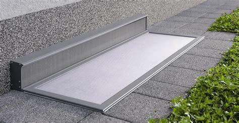 Regenschutz Für Lichtschächte by Fenster