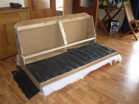 jeter un canapé recyclage direct de notre vieux canapé hs démonter vs