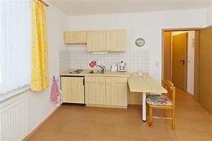 Kleine Küche Mit Essplatz : haus am strand auf baltrum wohnung 12 ~ Frokenaadalensverden.com Haus und Dekorationen
