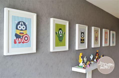 décoration chambre garçon bébé tableaux de héros et minions pour chambre d 39 enfants
