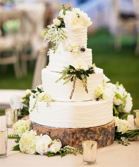 ways  decorate  wedding cake  fresh flowers