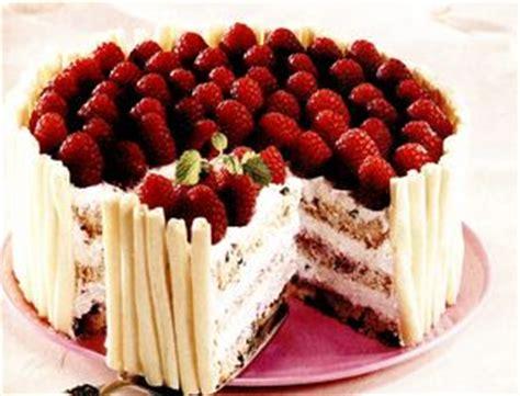 reteta tort cu ciocolata alba  zmeura restaurante de lux