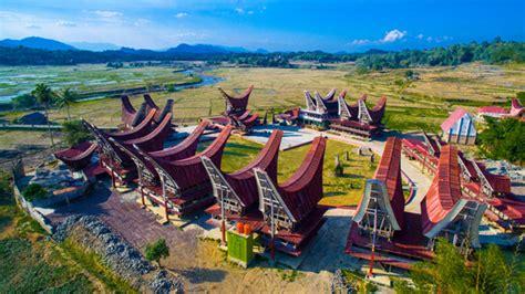 Visiting Ne'gandeng Museum In Tana Toraja Regency, South