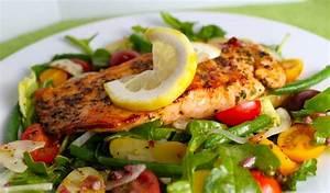 Nicoise Salad with Cedar-Plank Grilled Salmon and Kalamata ...