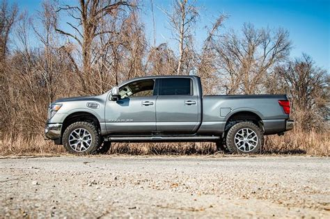 rough countrys   leveling lift kit  nissan titan
