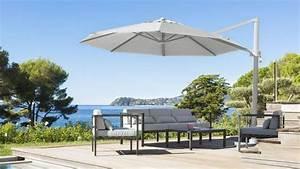 Parasol De Terrasse : achat parasol comment bien choisir son parasol c t maison ~ Teatrodelosmanantiales.com Idées de Décoration