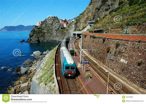 manarola village  train station stock  image