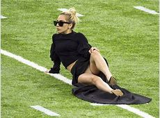 Super Bowl 2017 Lady Gaga flashes her KNICKERS before big