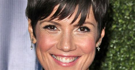 zoe mclellan hairstyle short straight casual click to