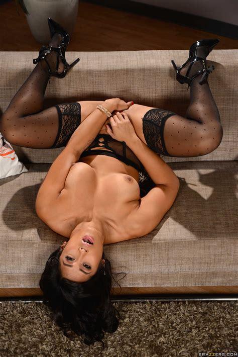 Mia Li Looks Great In Black Lingerie MILF Fox