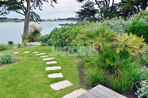 un jardin qui 233 merge entre mer et vieilles pierres les
