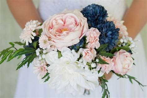 adorable navy blue  blush pink wedding bouquets