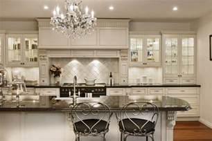beige hochglanz kche und holz arbeitsplatte arctar modern weiss küche