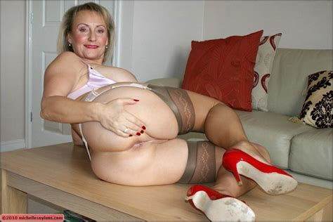 Plumper Mom In Stockings Fondling Her Shaved Pussy And
