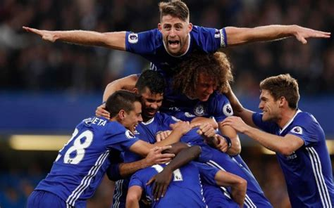 (Video) Chelsea players mob N'Golo Kante in goal celebration