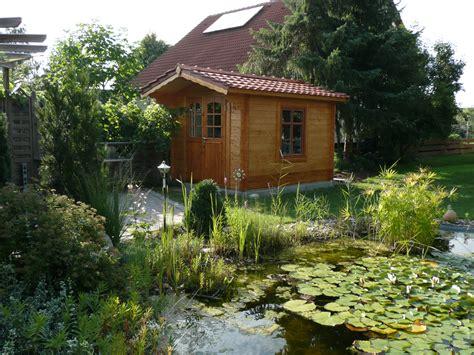 Garten Gestalten Mit Gartenhaus by Ein S 252 223 Er Garten Mit Gartenhaus Und Teich Http Www