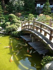Japanischer Garten Wasserspiel : garden design large koi pond with bridge in japanese garden japanese garden design ~ Michelbontemps.com Haus und Dekorationen