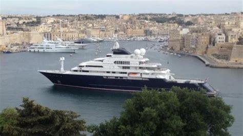 octopus dwarfs super yacht