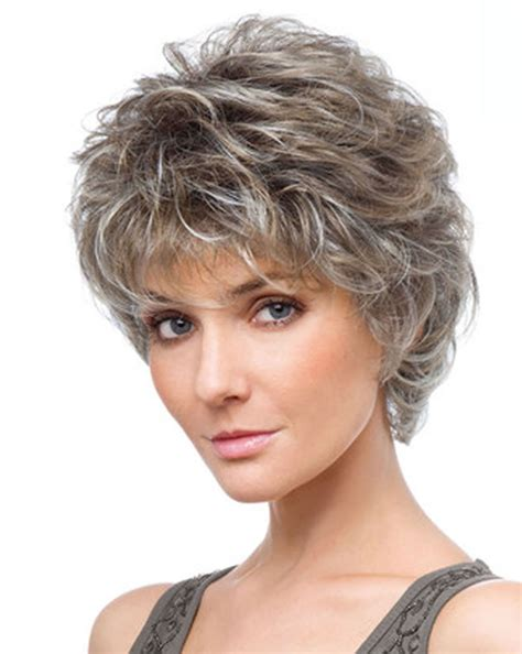 30 easy short hairstyles for older women you should try