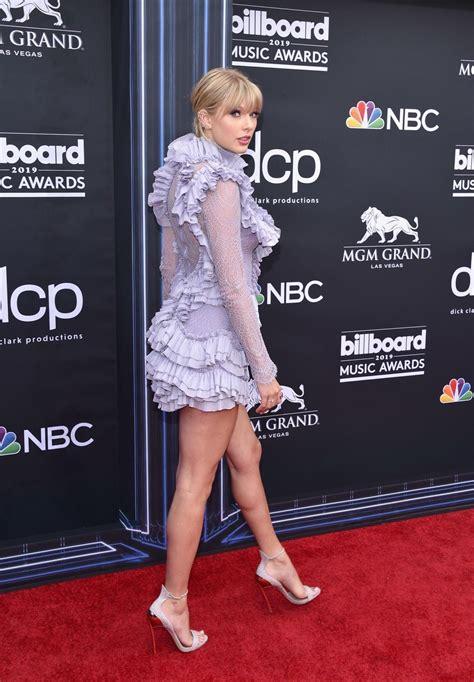 BBMA red carpet! : TaylorSwift