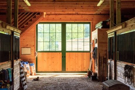 features upgrades custom horse barns  barn yard great country garages