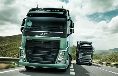 volvo trucks video find volvo 39 s new semi truck stops itself just shy