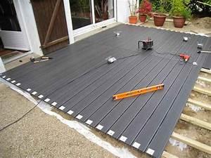 comment poser une terrasse composite sur lambourdes et plots With pose de lambourde pour terrasse