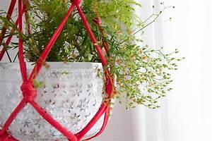 Suspension Pour Plante Interieur : diy suspension pour plantes en trapilho vert cerise ~ Teatrodelosmanantiales.com Idées de Décoration