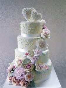 hochzeitstorte modern hochzeits torte cottage torte mit zuckerblüten auf ja de