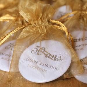 Cadeau Noce D Or : le grand badge personnalis noces d 39 or les petits cadeaux ~ Teatrodelosmanantiales.com Idées de Décoration