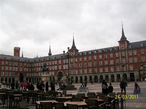 turisti per caso madrid plaza mayor madrid viaggi vacanze e turismo turisti