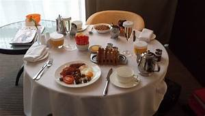 Room Service Breakfast - Foto de The Lowry Hotel, Salford ...