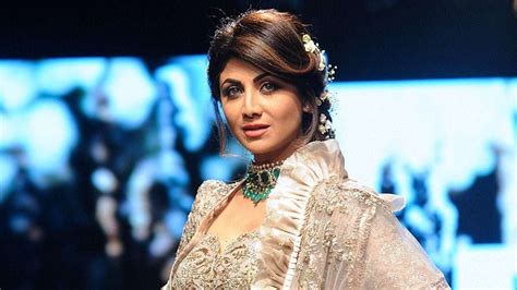 lakme fashion week  shilpa shetty kundra dazzles