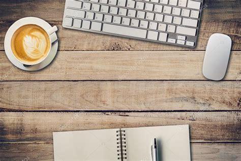 dessus de bureau table de bureau vue de dessus avec le bloc notes