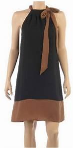 sous robe noire With robe cintrée sous poitrine