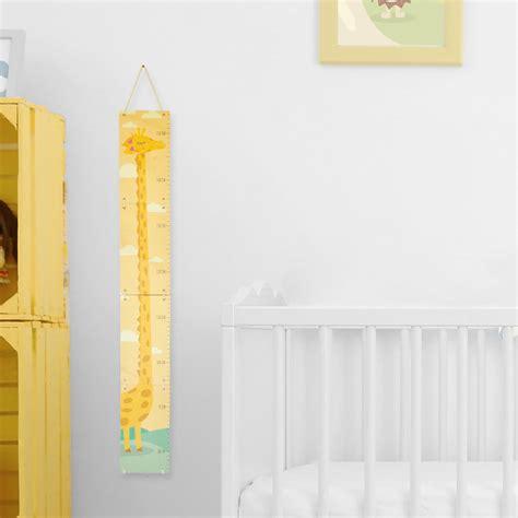 chambre la girafe toise en bois pour mesurer les enfants girafe