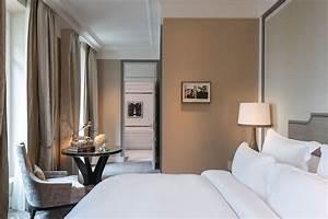Deluxe, Room